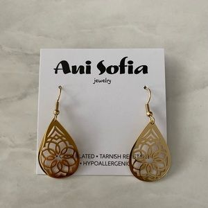Teardrop Shaped Gold Mandala Earrings